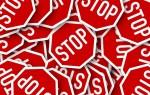 Des-panneaux-de-signalisation-Stop-pour-la-sécurité-routière